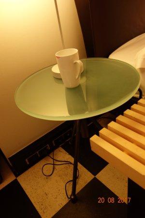 Hotel Allegro Bern: very small sidetable