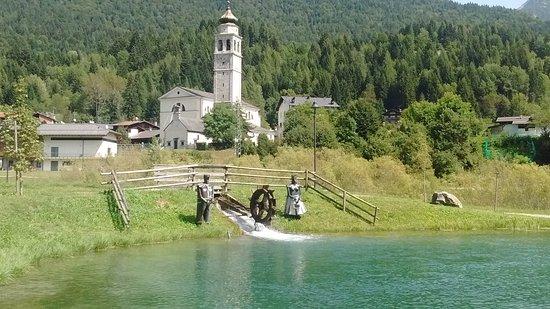 Forni di Sopra, Italy: laghetti di fondovalle.