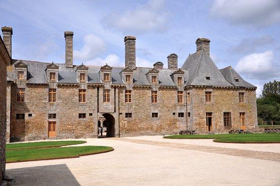 Chateau du Rocher Portail: façade