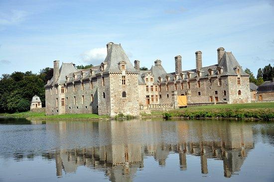 Chateau du Rocher Portail: côté étang