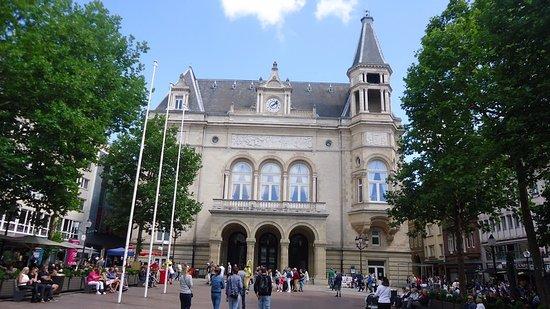 Place d'Armes: Le cercle municipal