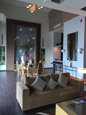 """Hotel Riu Plaza Panama: Vue partielle sur le salon de la suite """" Penthouse """""""