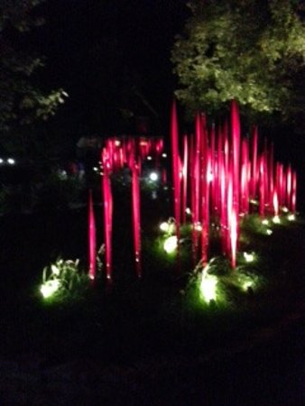 Loretto, KY: Chihuli Art in nature