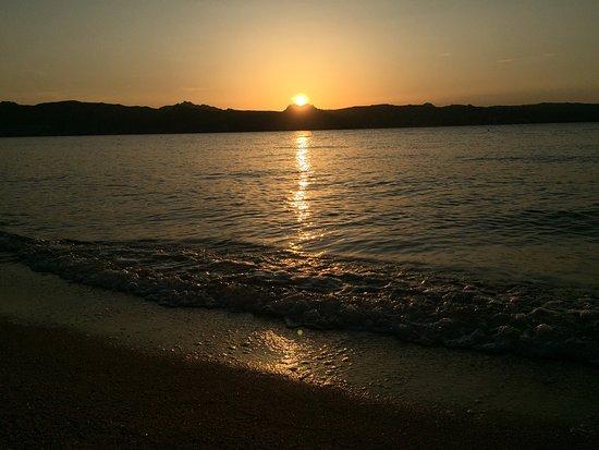 Hotel La Rocca Resort & Spa: Tramonto in spiaggia