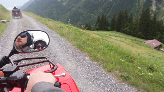 Matten bei Interlaken, Швейцария: Daniels Fun Rental Swissness tour - mountain.