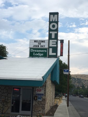 Dreamer's Lodge: Dreamers Lodge, John Day, OR