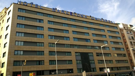 Barcelona Universal Hotel: Front of hotel