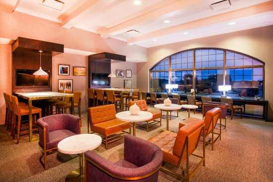 Sheraton Baltimore Washington Airport Hotel - BWI: NEWLY Renovated Sheraton BWI Ariport: Club Lounge