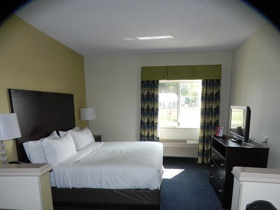 Holiday Inn Express St. Joseph: King bed