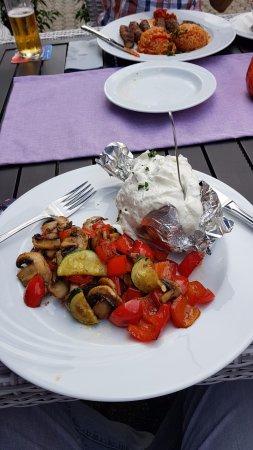 Niederkassel, Alemania: Folienkartoffel mit frischen Pilzen und Paprika - ein Gedicht.