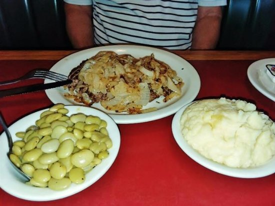 Kernersville, Carolina do Norte: Ground Sirloin, grilled onions, Limas, & potatoes.