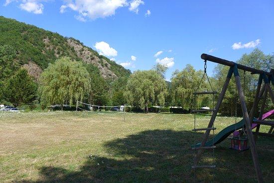 Vorey, France : Deux aires de jeux pour les enfants