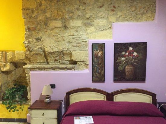 """Arcobaleno Rooms: en effet, comme ça , c'est un peu """"rococo"""" mais c'est plutôt pas mal ..."""