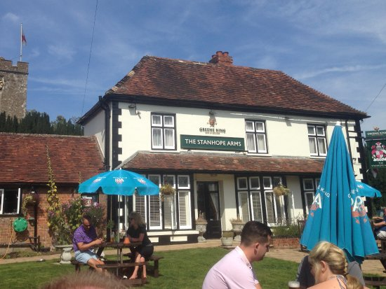 Brasted, UK : Bank holiday sun in beer garden