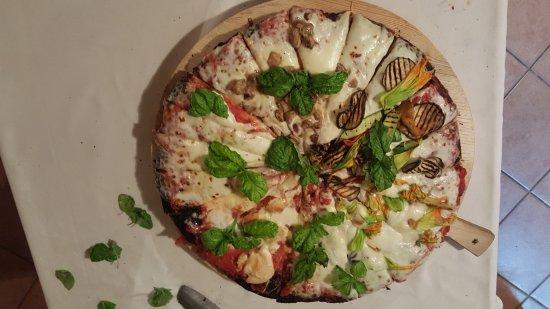 Monte Antico, Italië: Pizzas, um espetáculo a parte