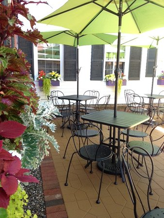 Bucksport, ME: Romantic outdoor seating in the courtyard.