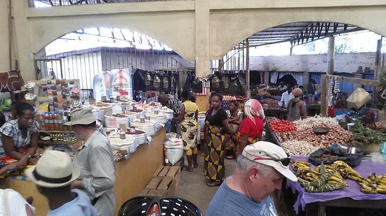 Hell-Ville, Madagascar : Nosy Be Shopping