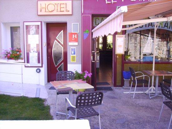 Hôtel le Pommeil : entrée principale hôtel classé 2 étoiles