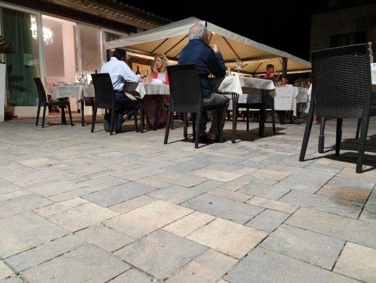 Montecosaro, Italia: Alcune foto all'aperto, ci sono ovviamente anche posti all'interno.
