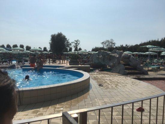 Piscina picture of isola verde acquapark pontecagnano for Isola gonfiabile piscina