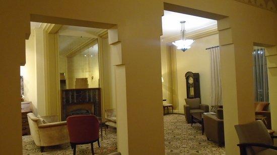 Baroness Hotel: Lobby.