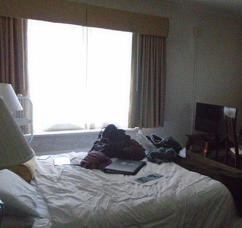 Baroness Hotel: Studio 1 Queen 3rd Floor