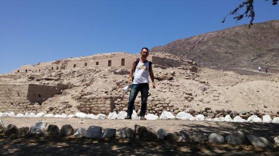Torre Mirador de Las Lines de Nasca: Piramide Nasca