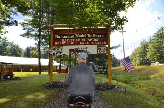 Hartmann Model Railroad & Toy Museum: Free train ride around the museum