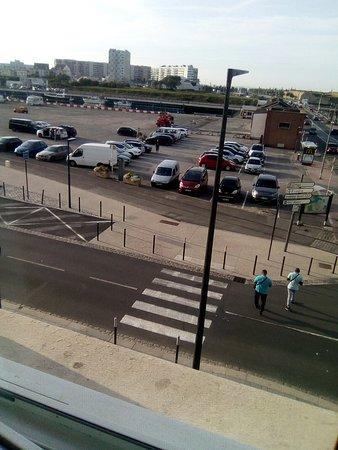 La Sole Meuniere Hotel/Restaurant: vue sur le parking en regardant en face