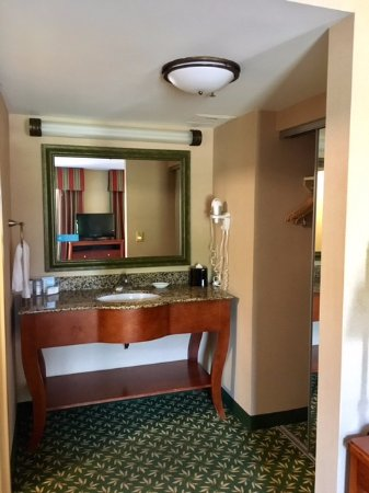 Hampton Inn & Suites By Hilton Williamsburg-Central: Room 406