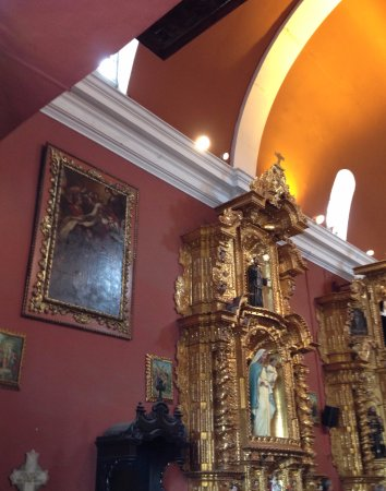 Lima Walks: Detalle Iglesia María Magdalena en el distrito de Pueblo Libre (Lima, Perú)