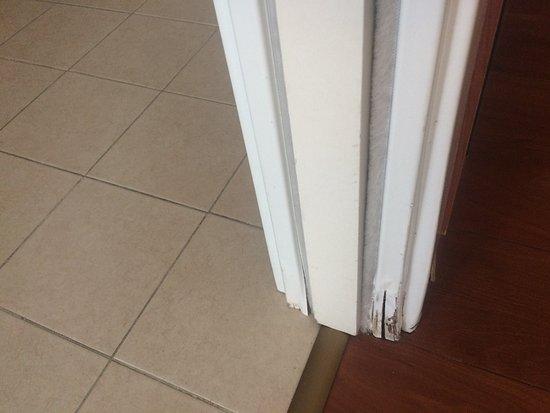 Stipite dx della porta scorrevole del bagno foto di hotel garden