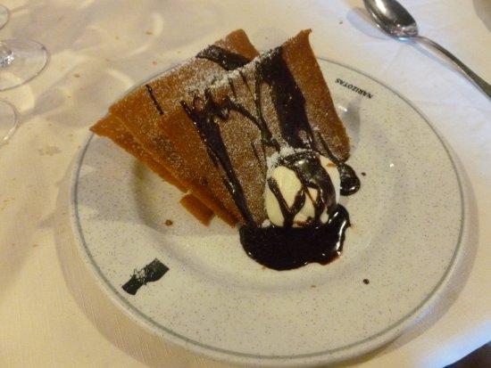 Restaurante Narizotas: Milhojas de chocolate con crema de queso. Exquisito.