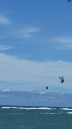 Mokuleia Beach Park: kite surfer