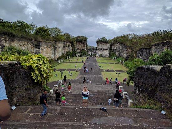 Garuda Wisnu Kencana Cultural Park: Valley
