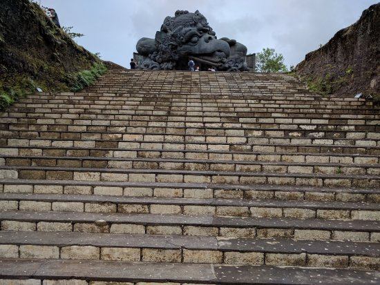 Garuda Wisnu Kencana Cultural Park: Stairs