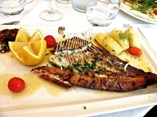Restaurant le petit bistrot dans honfleur avec cuisine fran aise - Le bistrot du port honfleur ...