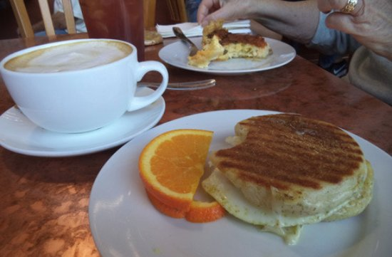 Cedar St. Bistro & Espresso Bar: Inexpensive breakfast