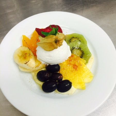 O'Garage: Gratin de fruits caramélisés (crème pâtissière et crème fouettée, sorbet coco)