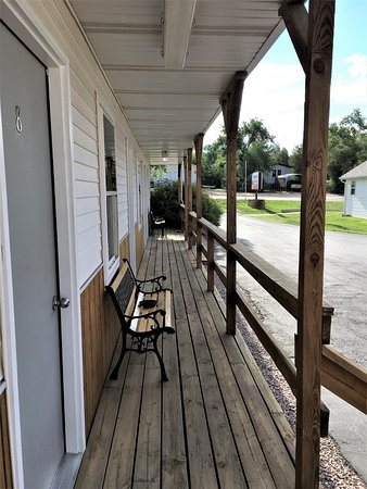 Rangeland Court Motel and RV Park: Our porch rooms