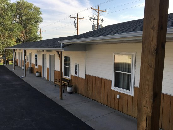 Rangeland Court Motel and RV Park: Our sidewalk rooms