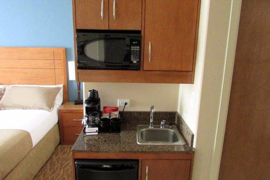 Sandman Hotel & Suites Squamish: Microwave & Mini-fridge