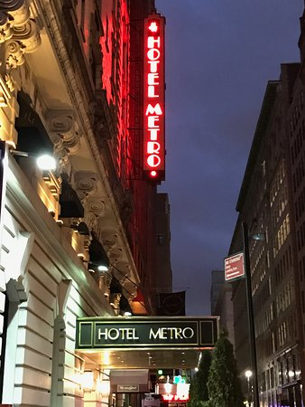 Hotel Metro : A welcome sight after a long day enjoying the sights