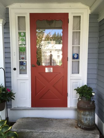 Northfield, MA: The front doorway. Parking is on the side street beside the house.