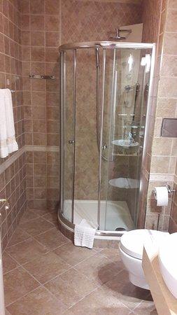 Hotel General: el aseo pequeño (luego hay otro con bañera)