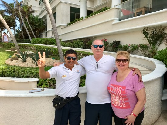 Sandos Cancun Lifestyle Resort: Salvador, our pool butler has the biggest heart, so kind & helpful!