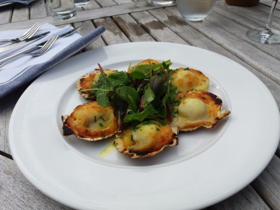 Coach & Horses Restaurant: Scallop starter with cheese + potato was excellent