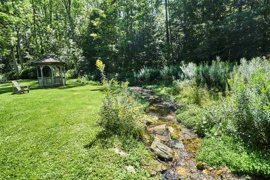 The Marble West Inn: Our backyard brook.