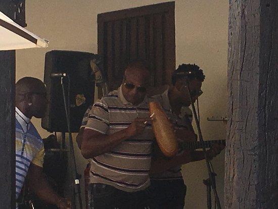Lecker Cocktails in einem schönen Ambiente bei toller moderner cubanischer Musik mit Cohimbre ist immer wieder toll !!!!