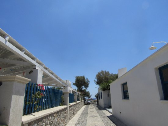 Hotel Eleftheria: Just outside the hotel, very close to the beach